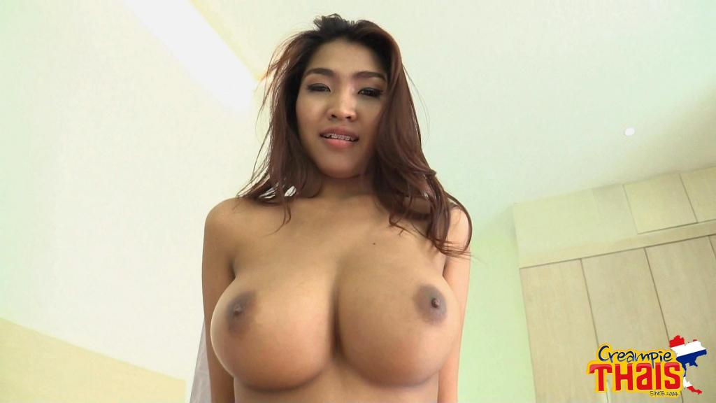 Milf seduces young neighbor